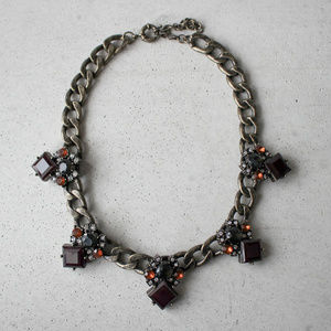 NWOT Chunky chain square crystal maroon necklace